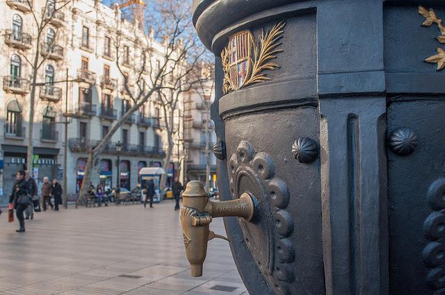 Z tego kranu warto napić się wody, La Rambla Barcelona