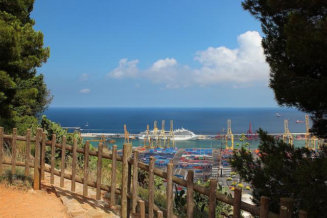 Mirador del Migdia - widok w stronę barcelońskiego portu, najlepsze punkty widokowe w Barcelonie