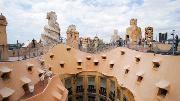Dach Casa Mila - to właśnie tu odbywają się letnie koncerty, sierpień 2018 w Barcelonie