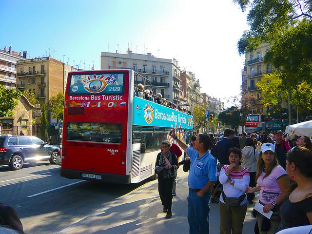 Turystyczny autobus, czym zwiedzać Barcelonę