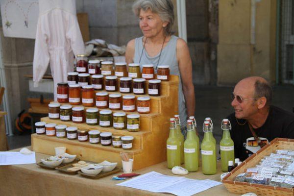Mercat del la Terra to szansa na spróbowanie ciekawych lokalnych produktów, kwiecień 2018 w Barcelonie