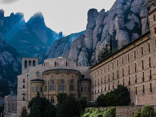 Czarujące Montserrat, Montserrat Barcelona