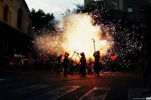 Festes de Sants i barcelońskie diabły, sierpień 2018 w Barcelonie