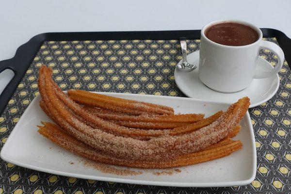 Chocolate con churros - to jeden z tych smakołyków, na który w Barcelonie trzeba się skusić , najciekawsze barcelońskie ulice