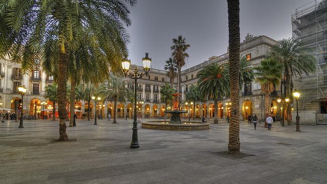 Plaça Reial wieczorową porą, La Rambla Barcelona