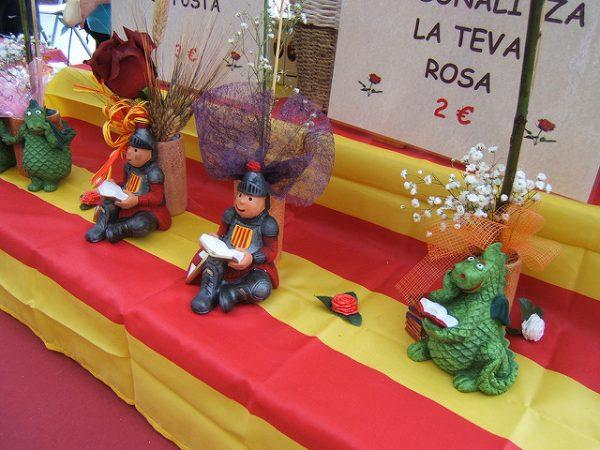 W Katalonii książki i róże są symbolem dnia św. Jerzego, kwiecień 2018 w Barcelonie