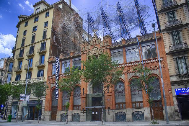 Modernistyczny gmach budynku, Muzea w Barcelonie